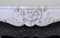 Very beautiful antique Louis XV style fireplace with opulent decor, in white Carrara marble with its complete cast iron insert - Marble Marble Floor, Carrara Marble, Rococo Style, Architectural Antiques, Acanthus, Interiores Design, Fireplaces, Inventions, Cast Iron