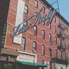 Little Italy. Pizza, mandolino, mozzarella. Berlusconi . . . #ny #nyc #newyork #newyorkcity #littleitaly #traveling #traveler #travel #travelgram #travelingram #explore #exploring #photography