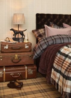 too much flannel- but good ideas. Stylish super warm and cozy bedroom Design Ideas - I love the old luggage as bedside table! Lovely idea for recycling!