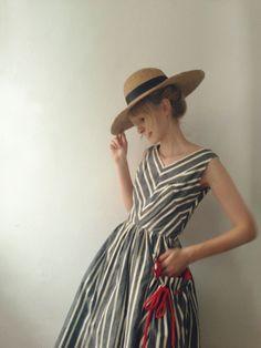 今回は、帽子のタイプ別にファッションに合わせるコツや、素敵なコーディネートをご紹介します。帽子が主役の春夏ファッションを楽しんでみませんか?