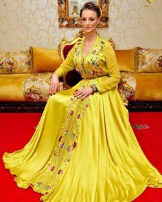 ما رايكم في اللون او . #قفطان_مغربي . . @Regrann from @njk_luxetpassion - Bonjour mes amis . . . . #dressmoroccan_caftanbeautiful . . . . . when a dress gives you royalty . . .