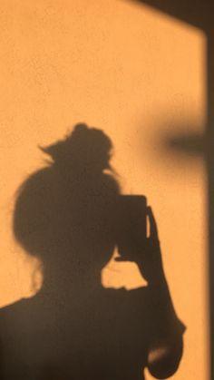 𝙸𝚗𝚜𝚝𝚊𝚐𝚛𝚊𝚖 𝚙𝚒𝚌𝚝𝚞𝚛𝚎 𝚒𝚍𝚎𝚊𝚜 profilbild 𝙶𝚘𝚕𝚍𝚎𝚗 𝚑𝚘𝚞𝚛 𝚋𝚢 𝙰𝚗𝚗𝚊 𝚃𝚛𝚊𝚙𝚖𝚊𝚗♡ Shadow Photography, Tumblr Photography, Photography Poses, Creative Photography, Fashion Photography, Profile Pictures Instagram, Insta Pictures, Instagram Picture Ideas, Tumblr Picture Ideas
