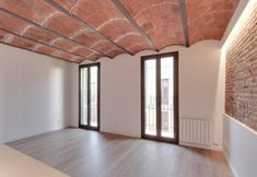 Promoción ELIX Mila i Fontanals, 72 Gracia Barcelona Living Room Interior, Home Interior Design, Empty Room, Hostel, Architecture Design, Sweet Home, Loft, Patio, Refurbishment