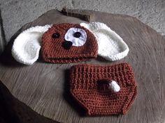 conjunto confeccionado em crochê.  detalhes - botões e feltro  cor - marrom e bege  tamanhos - RN / 1 a 3 / 3 a 6 meses R$ 69,90