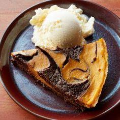 Pumpkin Brownie Swirl Pie     #chocolate Pumpkin Pie Recipes, Cake Recipes, Dessert Recipes, Sweet Recipes, Yummy Recipes, Yummy Food, Pumpkin Brownies, Pumpkin Cheesecake, Thanksgiving Cakes