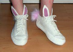 """2020 Tyttärelleni """"kotiParikat"""" lankana 7-veljestä ja ohje mukailtu tennarisukista. Pupusukat Yeezy Boost, Adidas Sneakers, Shoes, Fashion, Moda, Zapatos, Shoes Outlet, Fashion Styles, Shoe"""