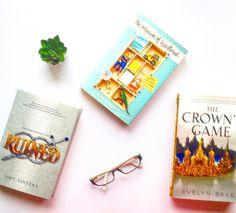 Digam-nos o título do livro que andam a ler :) Credits to @jenniofwonderland  #bookstagram #bookworm #books #bibliophile #booklover #booknerd #book #bookish #bookaddict #igreads #booklove #bookaholic #bookporn #instabook #bookphotography #booknerdigans #bookstagrammer #read #bookgeek #booksofinstagram #goodreads #instabooks #junebookhaul #thecrownsgame #ruined #themuseumofheartbreak #igbooks