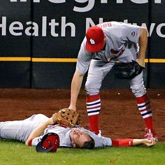 Last night was one of the most scariest moments in baseball for me and for thousands of other Cardinal baseball fans. Thanking God Piscotty is going to be okay!