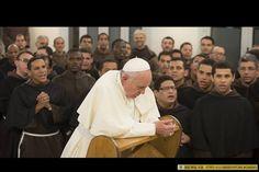 Recemos por el Papa Francisco.  Ofrecemos la oración de Bergoglio antes de ser ordenado sacerdote