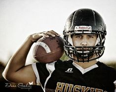 football senior picture ideas | Football senior pic | ideas i love...