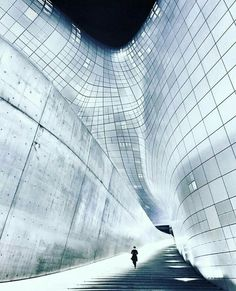 - the external stair at Dongdaemun Design Plaza (DDP) Chinese Architecture, Futuristic Architecture, Facade Architecture, Beautiful Architecture, Design Plaza, Zaha Hadid Architektur, Best Build, Modern Buildings, Office Buildings