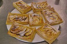 FOLHADINHOS DE MAÇÃ - Sobremesas de Portugal Fruit Bread, Apple Pear, Portuguese Recipes, Food Inspiration, Sweet Recipes, Deserts, Food And Drink, Dessert Recipes, Cooking Recipes