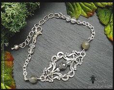 Bracelet victorien, Labradorite noire ~ Larvikite, Cristal de roche, Cristal, estampes antiques ° Yana ° : Bracelet par atelier-bijoux-legendaires