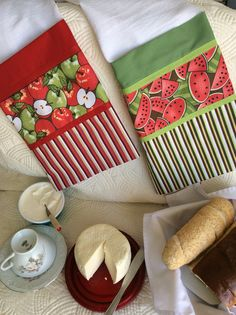 Dish Towels, Hand Towels, Tea Towels, Sewing Crafts, Sewing Projects, Mug Rugs, Applique Designs, Kitchen Towels, Kitchen Organization