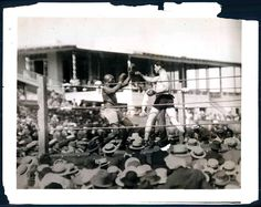 1915 - Jess Willard (right) wins the heavyweight championship with a knockout of Jack Johnson in round 26.