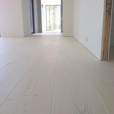 Tile Floor, Flooring, Texture, Crafts, Instagram, Surface Finish, Manualidades, Tile Flooring, Wood Flooring