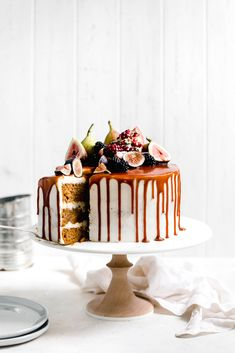 pumpkin cake with cream cheese frosting and salted caramel drizzle . - CAKES & CO ✨ - . pumpkin cake with cream cheese frosting and salted caramel drizzle . - CAKES & CO ✨ - Cake With Cream Cheese, Cream Cheese Frosting, Nake Cake, Broma Bakery, Best Pumpkin, Spiced Pumpkin, Pumpkin Puree, Pumpkin Spice, Fall Cakes