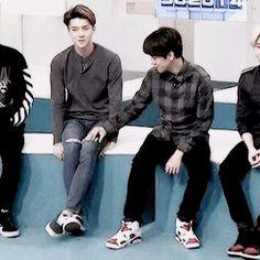 Baekhyun really likes Sehun's knee a lot