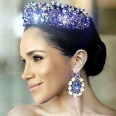 She will look absolutely stunning in a larger tiara and jewelled ears. A true Royal Highness and Duchess.c'mon Duchess, own it. Megan Markle Prince Harry, Prinz Harry Meghan Markle, Harry And Megan Markle, Prince Harry Et Meghan, Princess Meghan, Prince William And Kate, Prince And Princess, Royal Tiaras, Royal Jewels