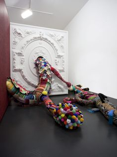 Joana Vasconcelos is one of the names in this Pop art exhibition inaugurated on the at the Bienal Museum in Cerveira. Pop Art Artists, Textile Artists, Textile Sculpture, Soft Sculpture, Pop Art Movement, Link Art, Textiles, Learn Art, Yarn Bombing