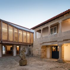 Completed in 2015 in Vitorino das Donas, Portugal. Images by João Morgado . Paço de Vitorino is a manor house located in the north of Portugal that has been in the same family since the century. Oakland Apartment, Rehab House, Portugal, Glass Structure, Long Walls, Adaptive Reuse, Old Building, Modern Buildings, Maine House