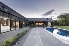 The most popular project of 2019 was Ohoka House, a rural house reinterpreted into a modern barn-style home. Modern Barn House, Modern House Design, New House Plans, Dream House Plans, Prefab Cottages, Rural House, Farm House, House 2, Contemporary Barn
