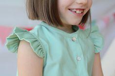 Detalle: Volante de la blusa. Blusa de niña en color verde menta con volantes en las mangas #kids #corazondeleonkids #verde #blusa #moda #madeinSpain #SpringSummer2015 #green