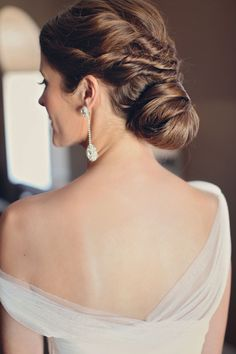 Love her chic hairstyle and diamond drop earrings | photography by http://amycampbellphotography.com