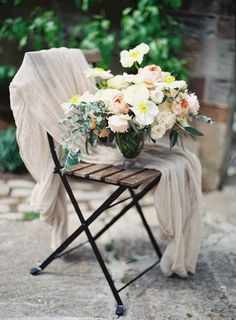 Centerpiece in Blush and Apricot | photography by http://www.michaelandcarina.com