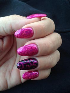 Gorgeous #nails by Abigail Haneman using CND Shellac in Tutti Fruiti with #Lecenté Darkest Pink holographic #glitter with ring finger in Blackpool with butterfly queen handpainted swirls #nailart #lovelecente