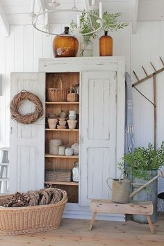 Rustic Farmhouse Furniture - old furniture gets a new life with a coat of paint - via VIBEKE DESIGN Farmhouse Homes, Farmhouse Design, Rustic Farmhouse, Farmhouse Style, Farmhouse Furniture, Rustic Furniture, Painted Furniture, Kitchen Furniture, Antique Furniture