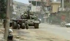 SÍRIA: TANQUES NAS RUAS, 32 MORTOS NESTA MANHÃ DE QUINTA - SAULO VALLEY  09:26  SAULO VALLEY  -  Os observadores foram recebidos com esperança por uma grande parte da população síria, hiperlotando os locais em que a equipe de peritos das Nações Unidas se fazem presentes. Por outro lado, ao se retirarem, o exército sírio e as forças de segurança voltam a ocupar os bairros. À cada dia o exército se faz mais forte e violento.