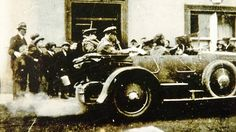 Hours before death: This photograph of Irish Free State leader Michael Collins (in the back of the car, left) hours before he was shot dead August 1922 Ireland 1916, Dublin Ireland, Old Photos, Vintage Photos, Irish Independence, Irish Free State, Easter Rising, Irish People, Michael Collins