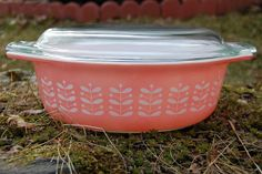 Hard to get one, okay even if it is dull but white paint still looks pretty good. Pyrex Lids, Pyrex Bowls, Vintage Pyrex Dishes, Kitchen Dishes, Casserole Dishes, Coffee Cans, Vintage Kitchen, Kitchenware, Things To Come