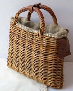 21 Pictures with Straw Handbags My Bags, Purses And Bags, Straw Handbags, Handmade Handbags, Basket Bag, Shopper, Sisal, Basket Weaving, Wicker Baskets