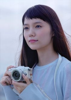 High fashion photography is an exciting field and it would make an excellent choice for a career. Japanese Beauty, Japanese Girl, Asian Beauty, Asian Woman, Asian Girl, Girls With Cameras, People Poses, High Fashion Photography, Young Actresses