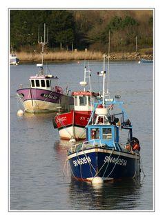 trois bateaux de pêche près du barrage d'Arzal - Camoel, Bretagne