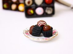 Toni Ellison: Chocolate Truffles Box tutorial video