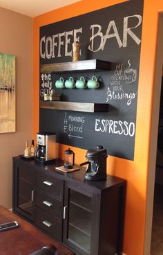 Best Home Coffee Bar Ideas for All Coffee Lovers Cozy diy coffee bar ideas // coffee bar chalkboard ideasCozy diy coffee bar ideas // coffee bar chalkboard ideas Diy Bar, Diy Home Bar, Bars For Home, Coffee Bars In Kitchen, Coffee Bar Home, Home Coffee Stations, Coffe Bar, Coffee Area, Coffee Nook