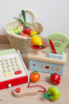 Wooden Pretend kitchen toys. #playkitchen #tinylittlepads @tinylittlepads www.tinylittlepads.com