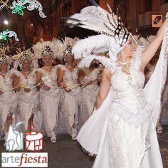 ESCUADRA HURI de la empresa EL BAZAR DE LAS FIESTAS-ALMORÁVIDES. Sedas brocadas, tull con fantasía y color blanco puro. Artefiesta 2014 - Villena 24, 25 y 26 de Octubre 2014 http://www.artefiesta.villena.es/