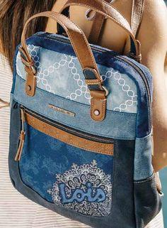 ¿Mochila o Bolso? Con sus dos asas superiores podemos utilizar esta mochila com. Mochila Jeans, Fashionable Diaper Bags, Diy Bags Purses, Denim Handbags, Bow Bag, Patchwork Bags, Denim Bag, Fabric Bags, Handmade Bags