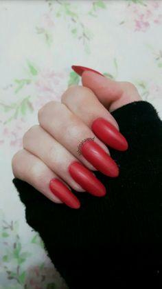Pinterest: sabrinanarend 💫 #nail #almond #shape #polish #red #matte