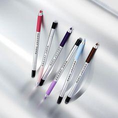 いいね!7,413件、コメント63件 ― Marc Jacobs Beautyさん(@marcbeauty)のInstagramアカウント: 「Double down on color. Lay it all on the line in hyper-pigmented hues with the new #Highliner Matte…」