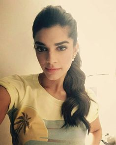 Sanam Saeed Pakistani Models, Pakistani Actress, Sanam Saeed, Gangster S, Indian Goddess, Goddesses, Pretty Girls, Dubai, Celebrity