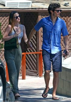 Leighton Meester and Adam Brody street style Leighton Meester and Adam Brody street style Leighton Meester Adam Brody, Leighton Marissa Meester, Cute Celebrity Couples, Cute Couples, Fashion Couple, 90s Fashion, Jenny Humphrey, Nate Archibald, Fashion Corner