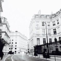 Imagem de city, building, and white