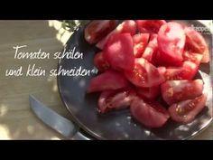 Patatas bravas sind klassische spanische Tapas - lecker! Das Rezept gibts auf Allrecipes Deutschland: http://de.allrecipes.com/rezept/11605/spanische-kartoffel-tapas--patatas-bravas-.aspx