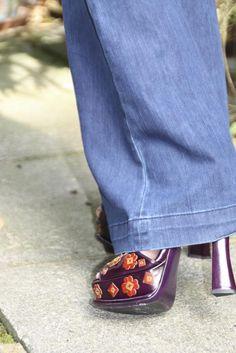 Mi look: Jeans de Zara. Zapatos de Prada de la nueva temporada.Camiseta de Topman.Jersey cashmere de Uniqlo.Anillo triple de Topshop.  Pendiente de triángulo de Topshop.