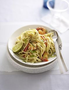 Unser beliebtes Rezept für Spaghetti mit Limone und Scampi und mehr als 55.000 weitere kostenlose Rezepte auf LECKER.de.